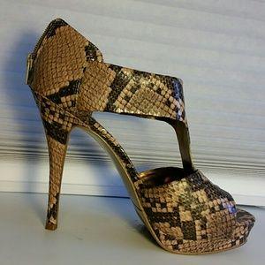 Nine West Faux Snake Print Heels. 8.5M